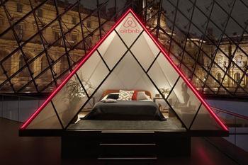 Ночь в музее: Airbnb делает невероятное предложение остановиться в Лувре