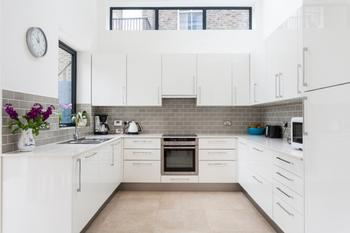 Белый кухонный гарнитур: особенности выбора, сочетания