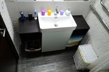 Ванная: комната с каменными стенами
