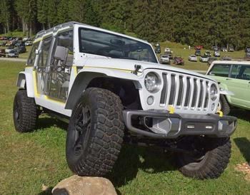 Пластмассовый мир победил: Jeep Wrangler из полиэтилена