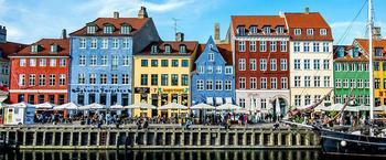 10 очаровательных городов с самыми яркими домами