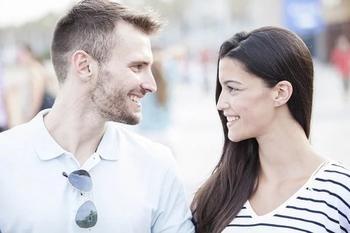Когда скромность мешает построить отношения: мнение психолога и опыт звезд