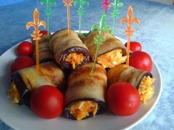 Рулетики из баклажанов со вкусной начинкой