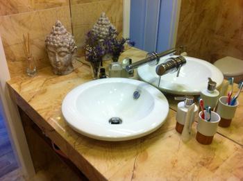 Ванная: грот в джунглях