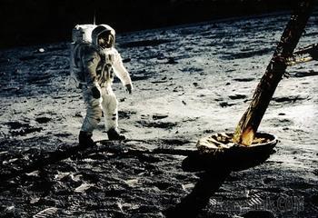Гигантский скачок для всего человечества: фотографии первой высадки человека на Луну в цвете