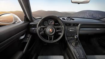 Как Porsche превратил «механику» в блюдо для гурманов