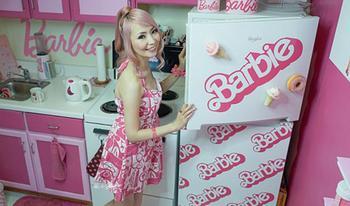 Американка спустила 70 тысяч долларов, чтобы превратить свое жилище в домик Барби