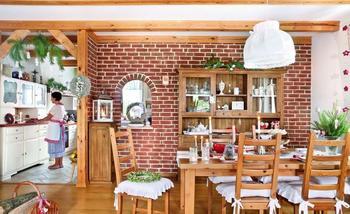 Кирпич на кухне: 10 идей для оформления стены