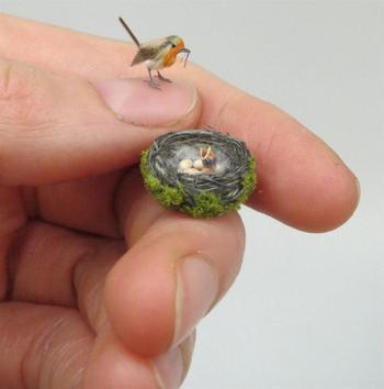 Скульптуры животных размером меньше ногтя
