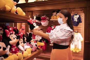 Сказка по правилам пандемии: Диснейленд в Париже открывает двери для посетителей
