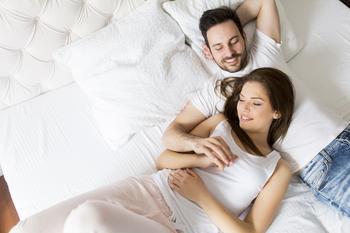 15 вещей, которые делают все счастливые пары перед тем, как лечь спать