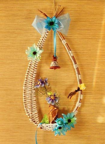 Декоративный венок с корзинкой