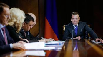 Медведев рассказал Госдуме о борьбе с бедностью