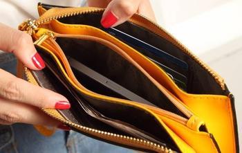 Это нужно положить в кошелёк, чтобы в нём водились деньги