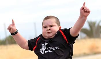 8-летний мальчик вынужден ежедневно заниматься спортом, чтобы не умереть