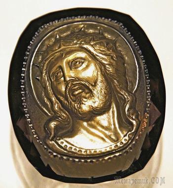 """Камея """"Иисус Христос в терновом венце"""". Огранённый раухтопаз, 33 х 28 мм."""