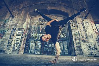 35 крутейших фотографий брейк-данса: уличный танец, который обошёл все законы физики и гравитации