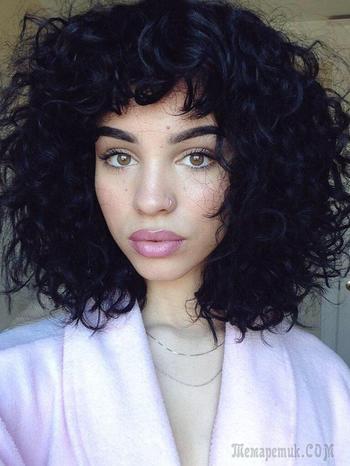 Женские стрижки на вьющиеся волосы — Модные идеи для средних и длинных локонов
