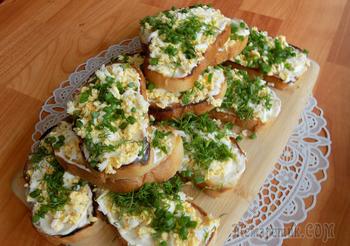 Быстрые остренькие бутерброды с отварными яйцами. Видео рецепт