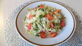 Овощной салатик из свежей капусты с редисом