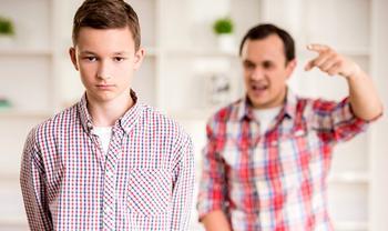 Ваш подросток хамит: простить или бороться