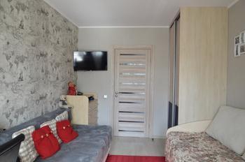 Детская: практичная меблировка в маленькой комнате братьев-погодок