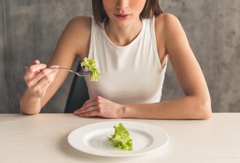 Расстройство пищевого поведения: что это такое и как его распознать