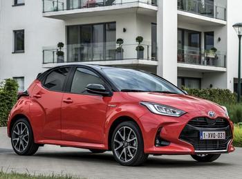 Toyota Yaris 2021: стильный сити-кар с небольшими поправками