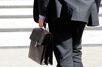 Законопроект о снижении депутатской зарплаты до средней по стране внесен в Госдуму