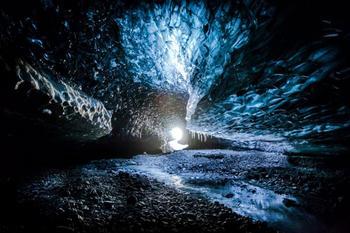 В гостях у ледяных троллей: прогулка по сказочным исландским пещерам