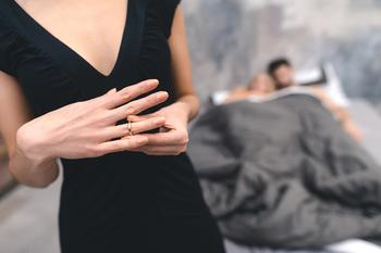 Семейный психолог: 7 причин измены и стоит ли ее прощать