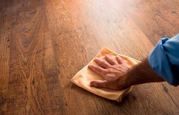 Как очистить деревянную мебель