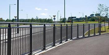 Ограждение пешеходное: основные виды конструкций