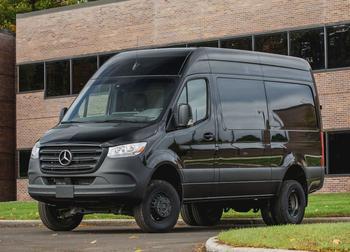 Mercedes Sprinter 2021: многопрофильный автомобиль в комплектациях «фургон», «микроавтобус» и «универсальное шасси»