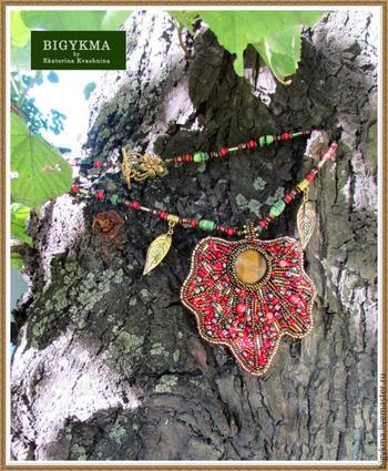 Создание кулона из бисера и натуральных камней
