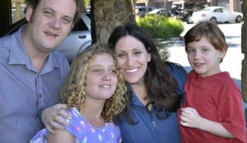 В США у матери забрали детей за то, что она лечила их нейролептиками и показывала это на YouTube