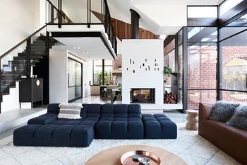 Стильная современная реконструкция старинного дома в Мельбурне