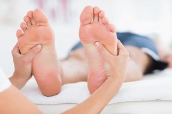 Немеют стопы ног: причины, диагностика, лечение