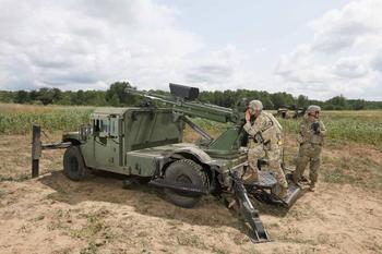 «Стреляй и беги», самоходная 105-мм гаубица Hawkeye на шасси Humvee