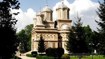 Румыния. Куртя де Арджеш. Самая красивая церковь страны.