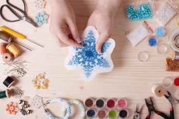 Снежинки из различных материалов
