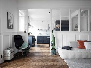 Бело-синий интерьер скандинавской квартиры
