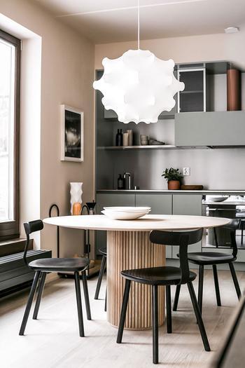 Компактная и стильная: малометражка с отдельной спальней в Стокгольме