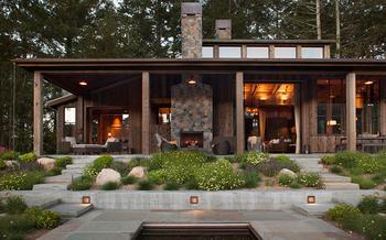 Деревянный домик мечты в лесу