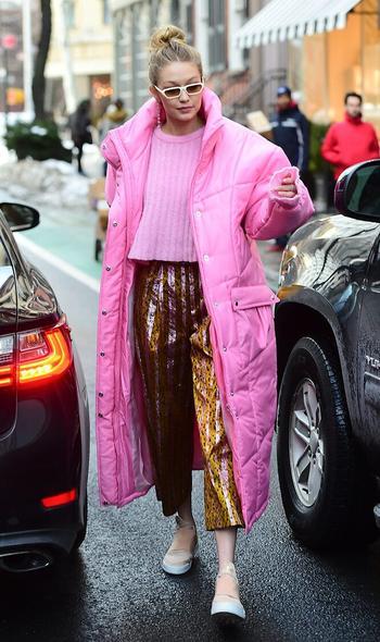 Как модно носить пуховик этой зимой