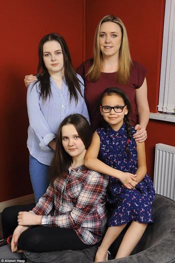 «Люблю их, как своих детей»: девушка отказалась от собственного материнства, чтобы растить детей своей погибшей сестры