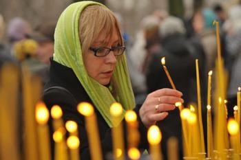 Православный этикет: почему в церкви не принято здороваться за руку