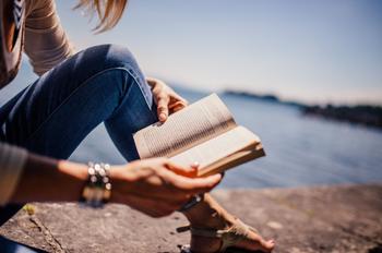 Литературный гороскоп: какие книги советуют прочитать астрологи знакам Зодиака