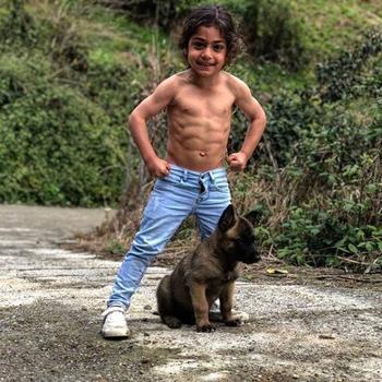 6-летний мальчик из Ирана стал знаменитостью благодаря своей невероятной физической форме!