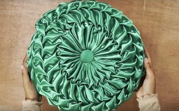 Декоративная подушка со складками